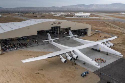Компания Stratolaunch в довесок к самому большому самолету создаст три ракеты и космоплан