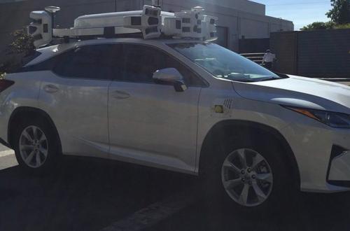 Беспилотный автомобиль Apple попал в первую аварию