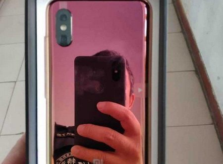 Фото дня: смартфон Samsung Galaxy S10 с исчезающей камерой