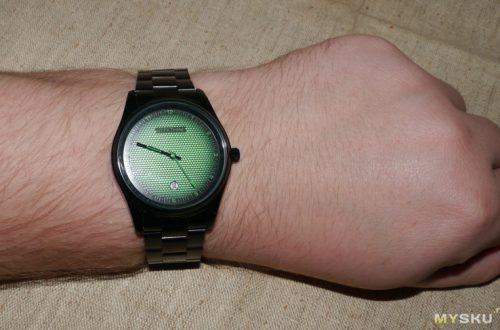 Geekthink - простые электронные часы с интересным дизайном.