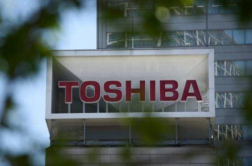 Toshiba представила пятилетний план, предусматривающий продажу дочерних компаний и увольнение примерно 7000 сотрудников
