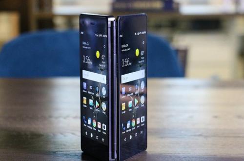 Складной смартфон с двумя экранами ZTE Axon M сильно подешевел, близится анонс новой модели