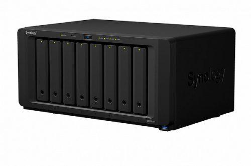 Хранилище Synology DiskStation DS1819+ имеет восемь отсеков для накопителей