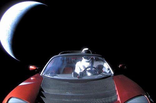Манекен Starman за рулём электромобиля Tesla Roadster достиг орбиты Марса