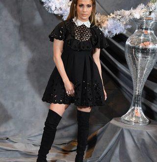 Дженнифер Лопес примерила нелепое «детское» платье