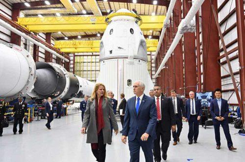 SpaceX показала новый космический корабль Crew Dragon. Первый полёт намечен на январь