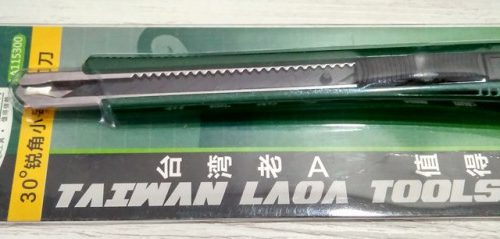 Канцелярский нож LAOA LA115300 с набором лезвий LA111402