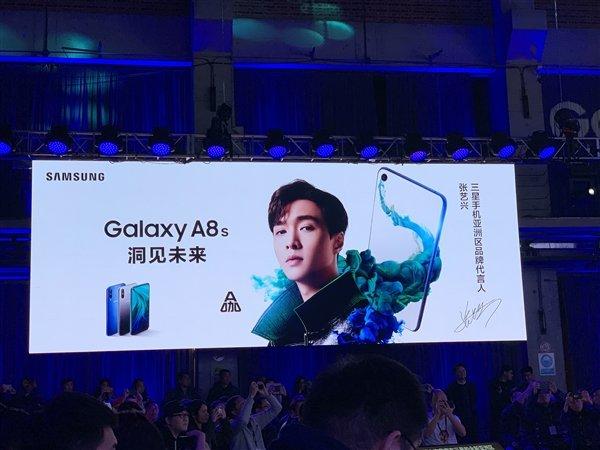 Вышел первый смартфон Samsung с отверстием в экране Samsung Galaxy A8s