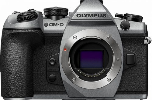 Компания Olympus отметила 100-летие, окрасив старую камеру в серебристый цвет