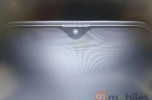 Фото показывает дисплей Infinity-V смартфона Samsung Galaxy M20