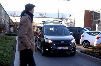 Ford хочет научить самоуправляемые автомобили общаться с окружающими на «языке света»