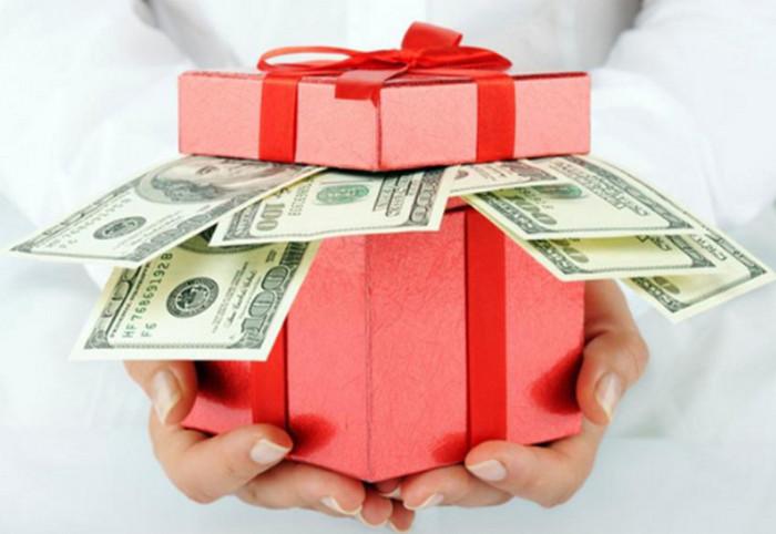 ТОП 10 лайфхаков, что подарить женщине: о чем они мечтают