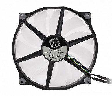 Вентилятор Thermaltake Pure 20 ARGB TT Premium Edition комплектуется пультом управления подсветкой