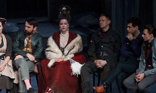Рецензия на спектакль «Новая квартира», театр им. Е.Вахтангова. Переезжаем!