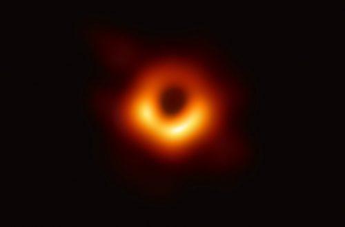 Геймеры сделали из фото черной дыры кучу тематических мемов по играм