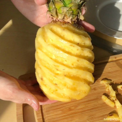 Чистим ананас по-тайски при помощи ножа с алиэкспресс