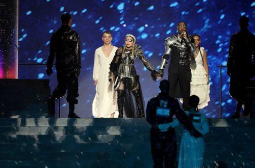 """Больше не пригласят: Мадонну освистали на сцене """"Евровидения"""" за политический подтекст в номере, который она скрывала на репетициях"""