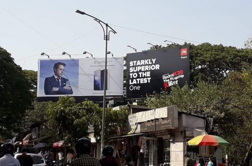 Redmi троллит OnePlus на рекламных щитах