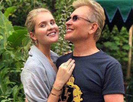 """Оградить от """"грязной оболочки"""": Жена Александра Малинина призналась, почему их дети живут за границей"""
