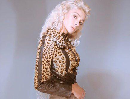 Похудевшая Настя Ивлеева в откровенном бикики вышла в подъезд, порадовав своих поклонников