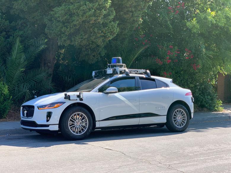Waymo начала тестировать электрические кроссоверы Jaguar I-Pace