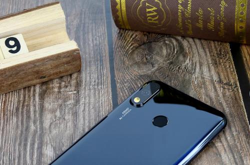 В продажу поступает Oukitel Y4800 — конкурент Redmi Note 7 Pro за $200