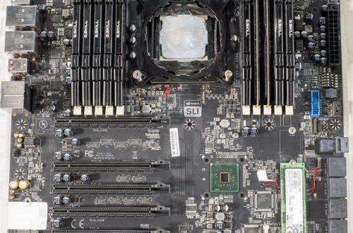 Фото дня: прототип гигантской системной платы EVGA с 10 слотами для оперативной памяти