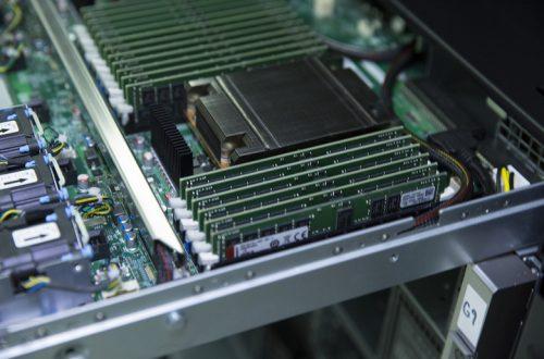 Kingston начинает продажи регистровых модулей памяти DDR4-3200 для систем на процессорах AMD EPYC второго поколения