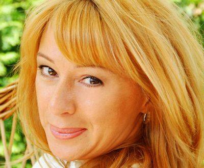 """""""В 55 мне интересно петь, любить чудесных и ярких людей"""": Алена Апина удивила откровенным снимком"""