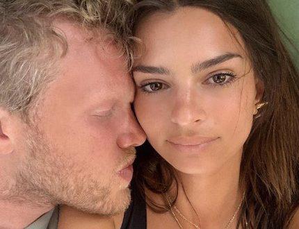 Эмили Ратаковски показалась топлес в эротической фотосессии своего мужа
