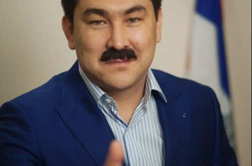 Азамат Мусагалиев предложил в сети новый челлендж со средними пальцами