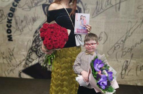 """""""Пусть ему будет хорошо"""": Эвелина Блёданс со слезами проводила в школу своего сына Семёна"""