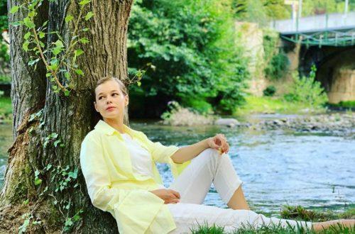 На лабутенах и на самокате: Катерина Шпица весело возвращалась домой после творческого вечера в Гоголь-центре