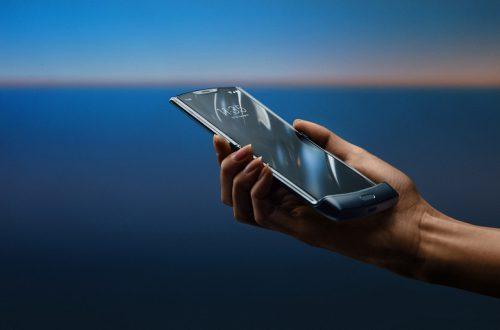 Motorola убеждена в долговечности экрана в гибком смартфоне Razr