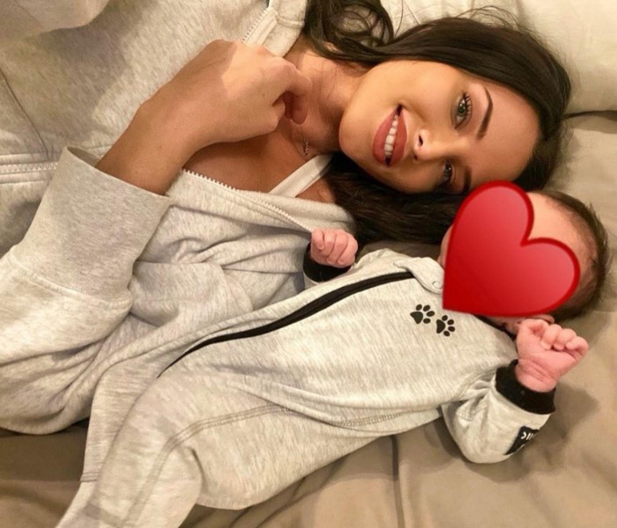 Анастасия Решетова случайно показала лицо сына на совместном фото с Тимати