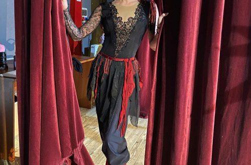 Анастасия Волочкова удивила образом в строгом брючном костюме
