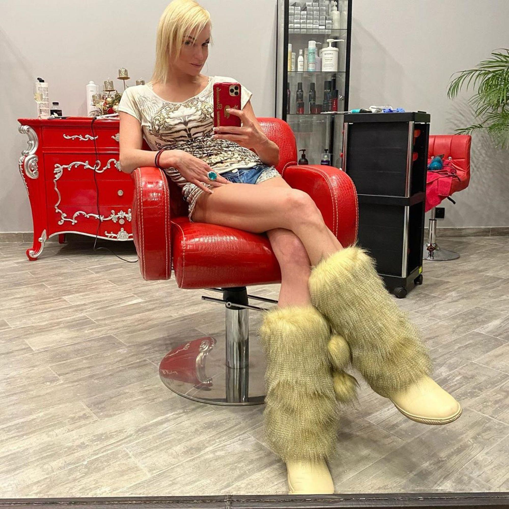 Анастасия Волочкова удивила поклонников длинными волосами