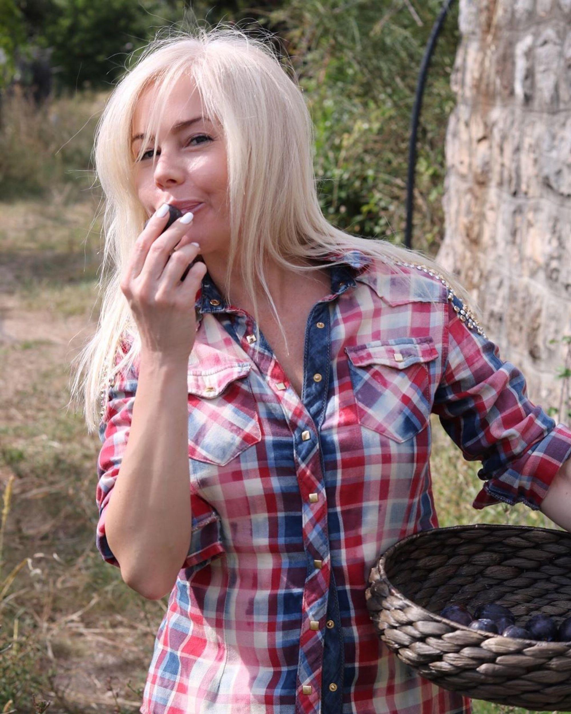 Поклонники раскритиковали Елену Корикову за опухшее лицо