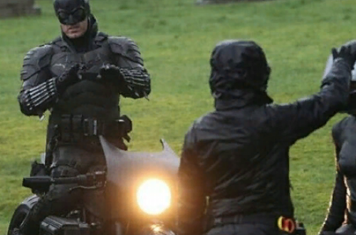 Warner Bros. не стала останавливать съемки «Бэтмена» и «Матрицы 4»
