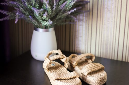 Модные плетеные босоножки на лето