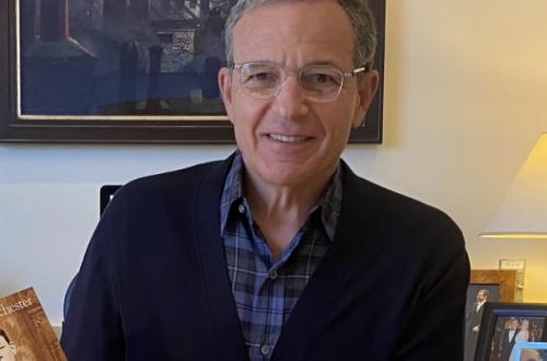 Бывший глава Disney Роберт Айгер пожертвовал зарплатой ради будущего студии