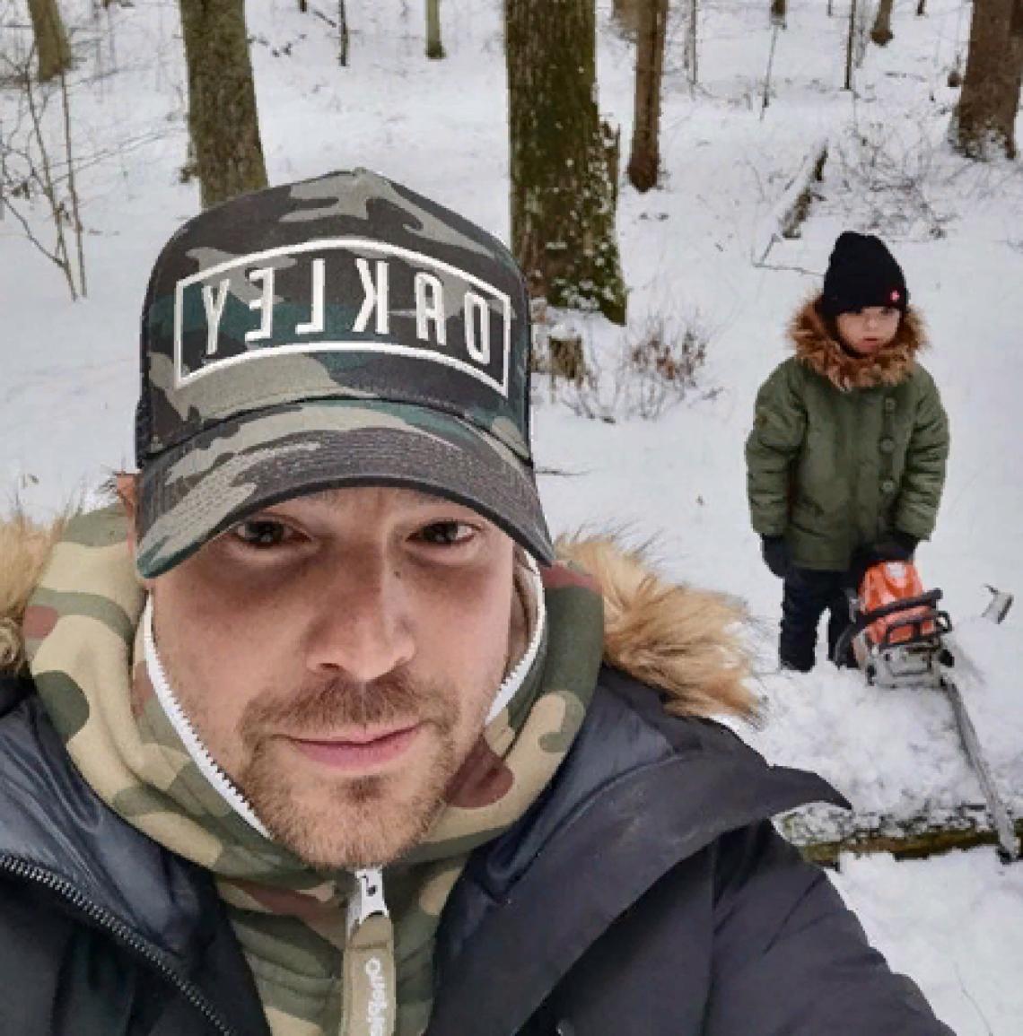 Алексей Чадов показал, чем занимается в самоизоляции с сыном