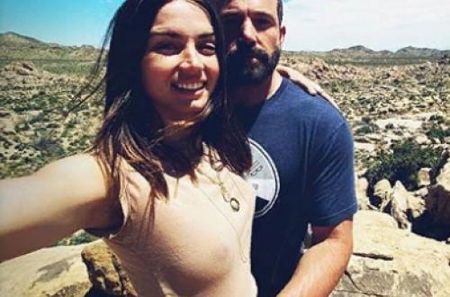 Ана де Армас и Бен Аффлек проводят самоизоляцию в пустыне
