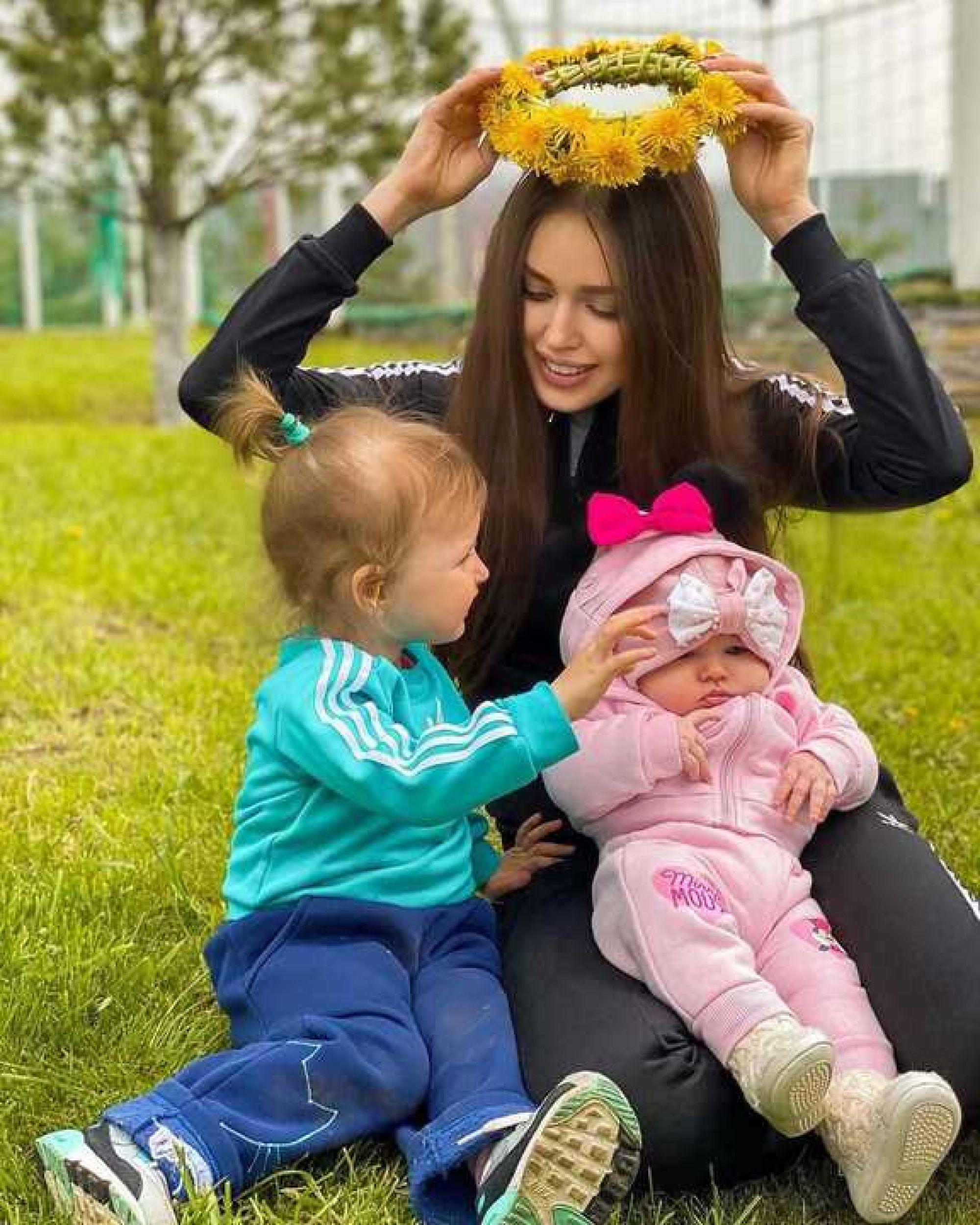 «Мы на месте»: Анастасия Костенко с детьми приехала к Дмитрию Тарасову в Казань
