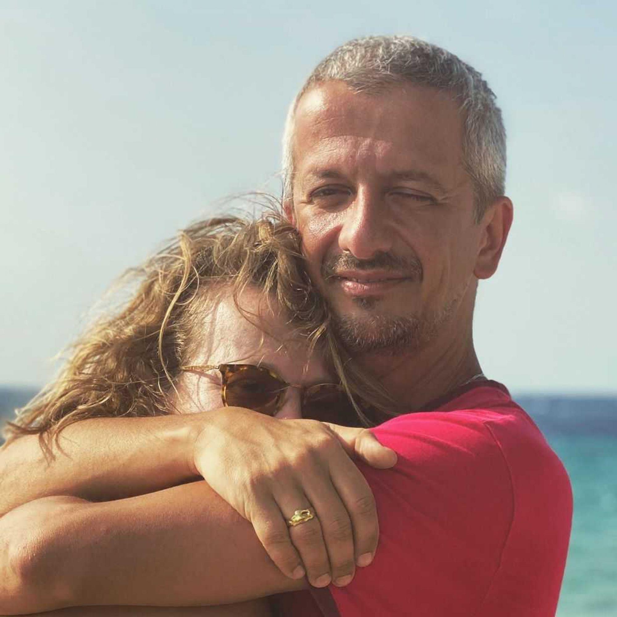 Константин Богомолов опубликовал провокационную фотографию Ксении Собчак с голой спиной и грудью