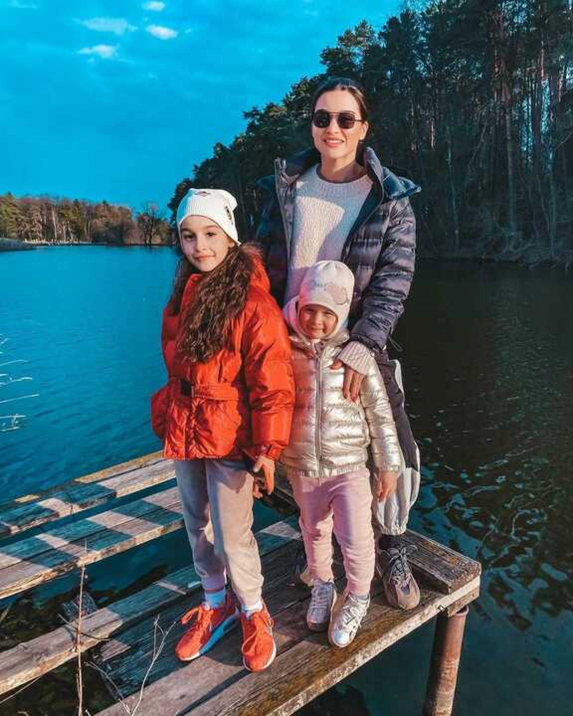 Ксения Бородина встретила на прогулке с дочерьми тигра