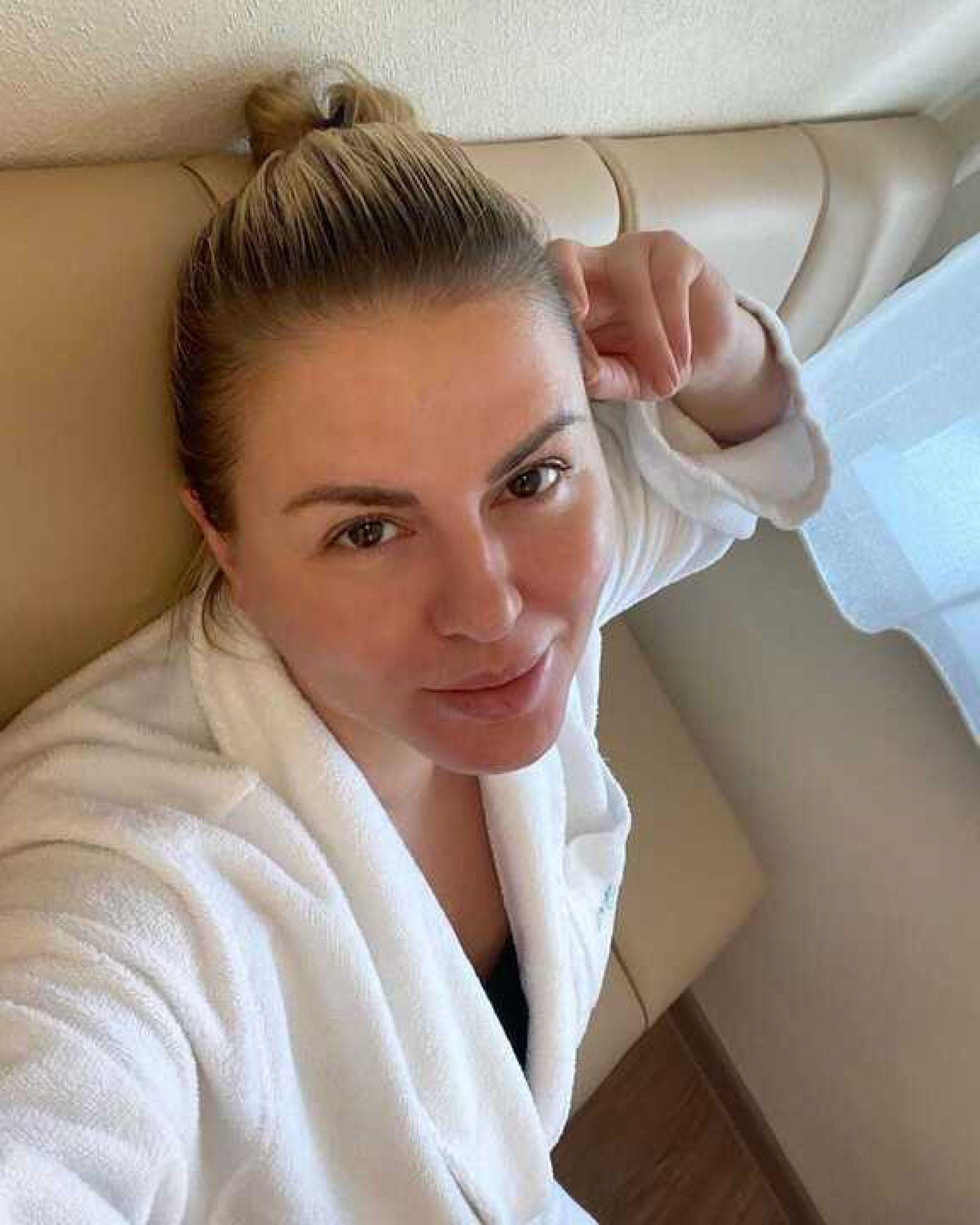 Пухляш исполнил свою мечту, упав лицом в грудь Анне Семенович