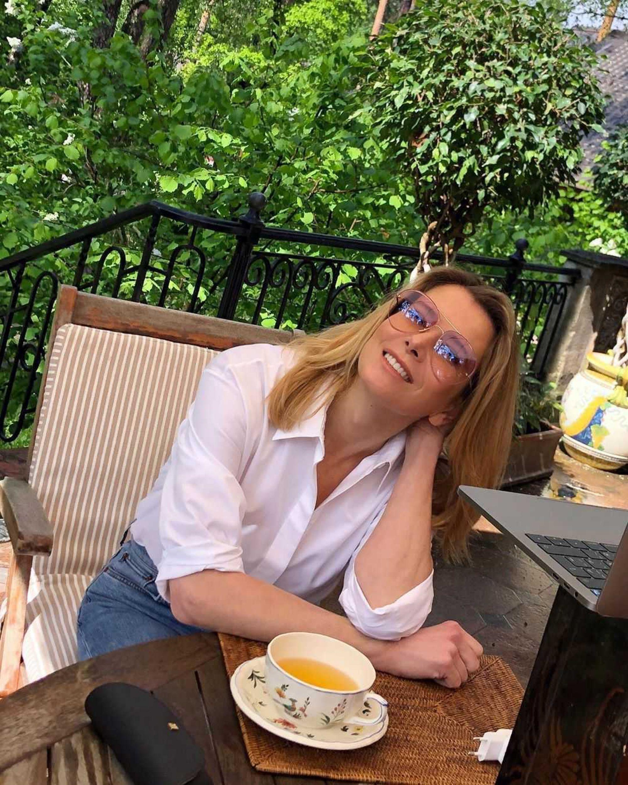 «Соблазнительная красотка!»: Юлия Высоцкая разделась перед фанатами до бикини