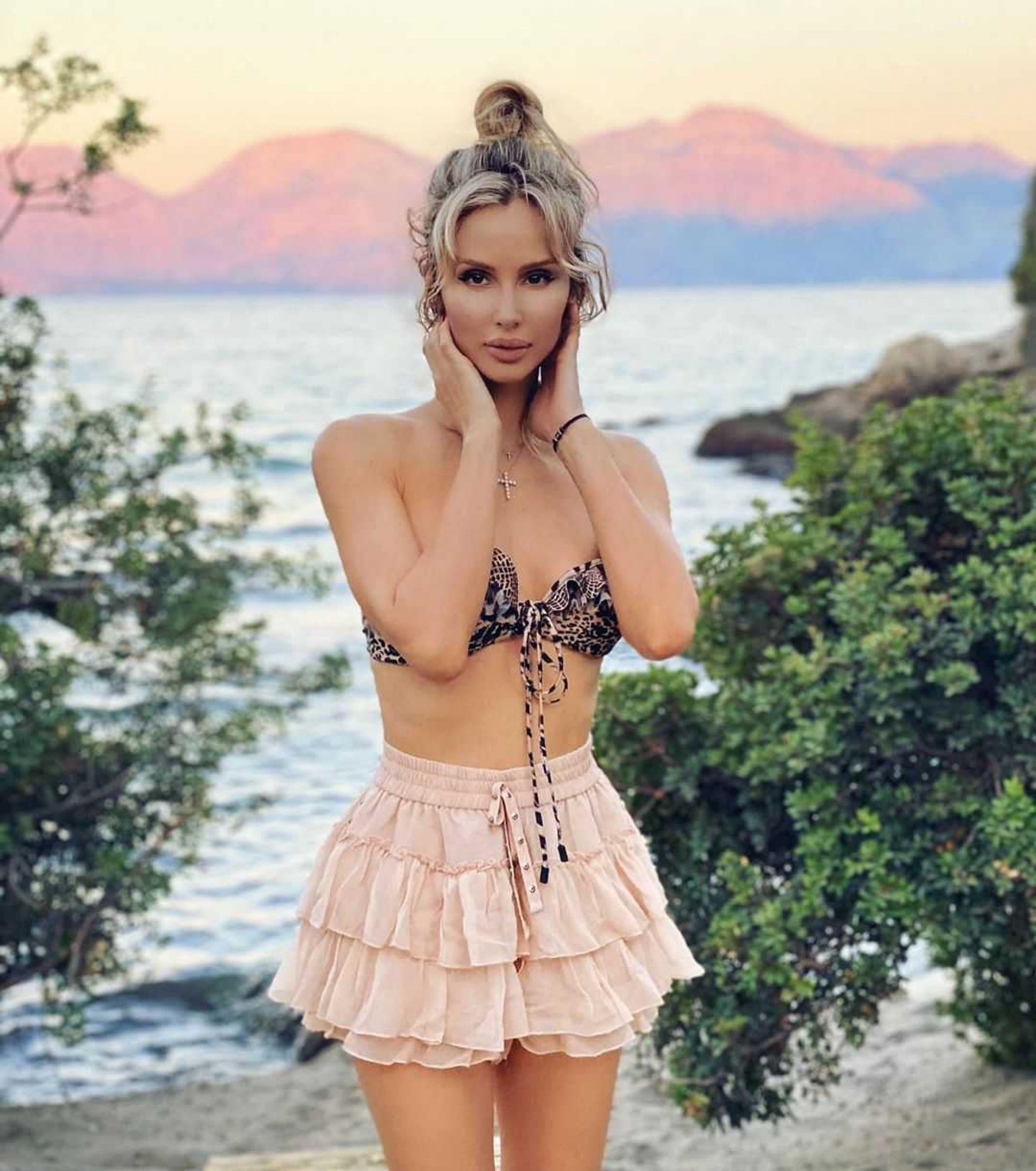 «Какая роскошная!»: Светлана Лобода показала фанатам младшую сестру